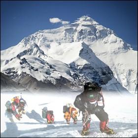 Pulito l'Everest. Rimosse 8,5 tonnellate di spazzatura
